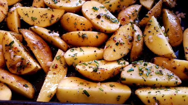 Kartoffelspalten vom Backblech ... - Rezept - Bild Nr. 1544