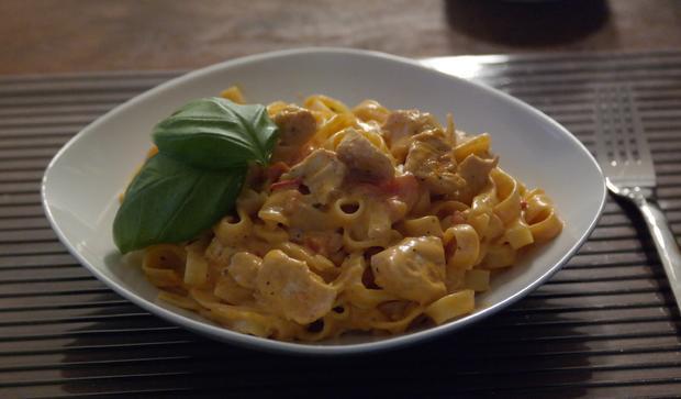Tagliatelle con Pollo e Tomato - Rezept - Bild Nr. 1655
