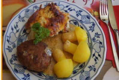 Paprikabuletten mit Sauce, Blumemkohlgratin und Kartoffelpilzen - Rezept - Bild Nr. 1718