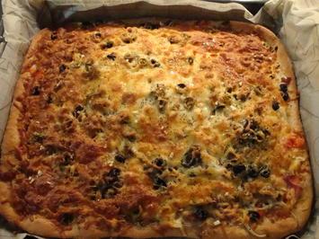 Rezept: Bunte Pizza mit Quark- Öl-Teig pikant