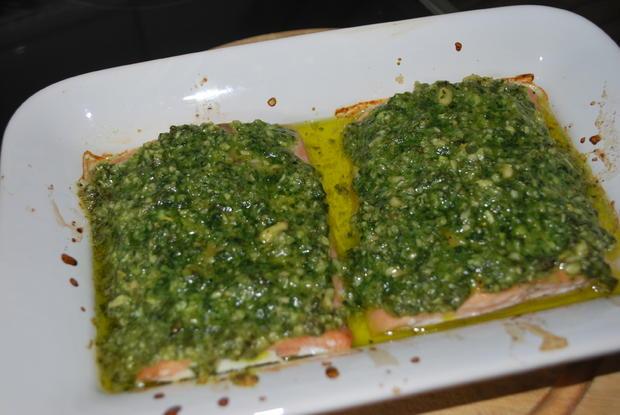 Lachs mit Pestohaube auf Risotto - Rezept - Bild Nr. 2051
