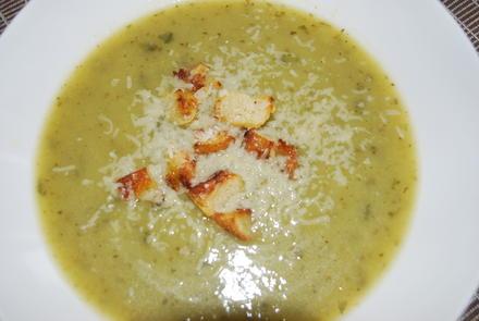Zucchinisuppe mit Parmesan-Croûtons  - Rezept - Bild Nr. 2050