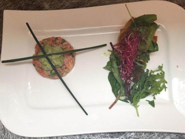 Lachstatar mit Avocado-Espuma an Wildkräutersalat - Rezept - Bild Nr. 2085