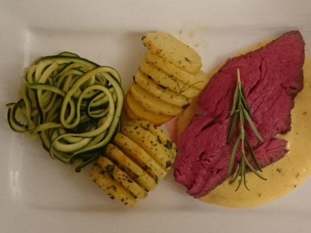 Rinderfilet Sous Vide gegart mit Sauce Béarnaise, Fächerkartoffeln und Gemüsespaghetti - Rezept - Bild Nr. 2091