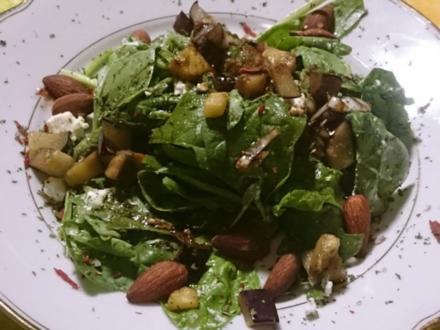 Spinatsalat mit gegrillter Aubergine, Feta und Rauchmandeln - Rezept - Bild Nr. 2176