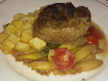 Pochiertes Kalbsfilet mit grünem Spargelsalat und frittierten Kartoffelwürfeln - Rezept - Bild Nr. 2395