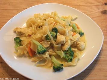 Rezept: Nudelpfanne mit Brokkoli und Hähnchengeschnetzeltem