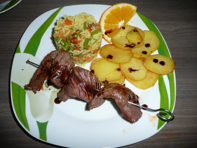 Bilder für Souflaki Spieße an Pommes + griechischem Reis. - Rezept