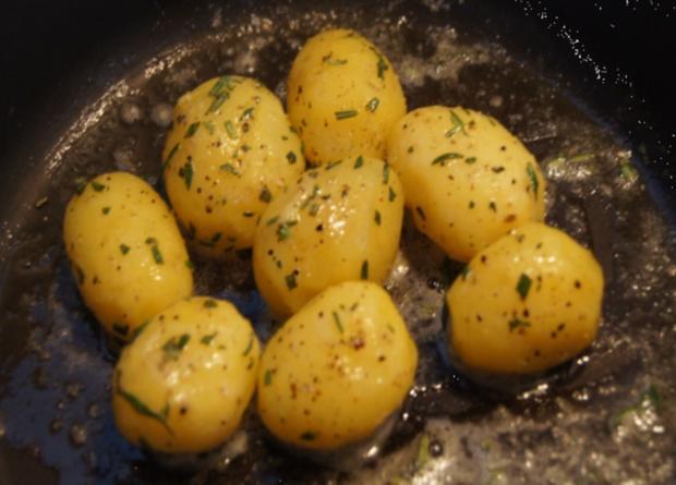 Roastbeef mit Rosmarin-Kartoffeln und pikanter Remoulade - Rezept - Bild Nr. 2475