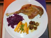 Gänseconfit mit Rotkohl, glasierten Honig-Maronen und Süßkartoffelstäbchen - Rezept - Bild Nr. 2543