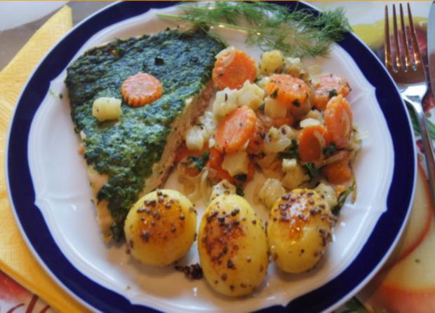 Wildlachsfilet Mit Zwiebel Möhren Sellerie Gemüse Und