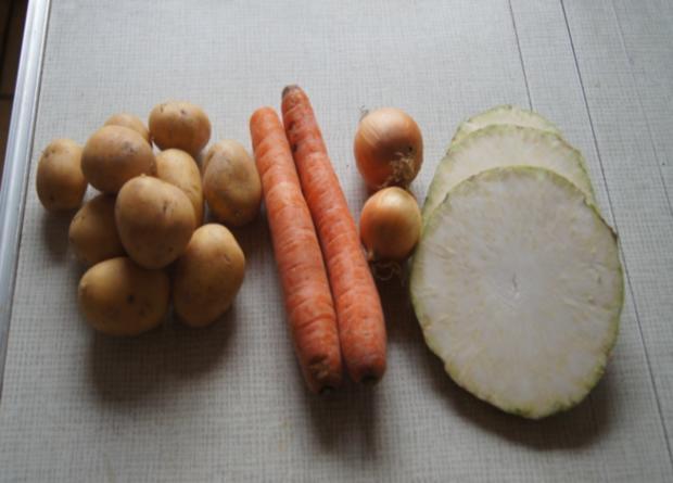 Wildlachsfilet mit Zwiebel-Möhren-Sellerie-Gemüse und Korianderkartoffeln - Rezept - Bild Nr. 2795
