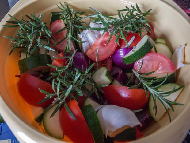 Knoblauch-Hähnchen mit mediterranem Gemüse - Rezept - Bild Nr. 2942