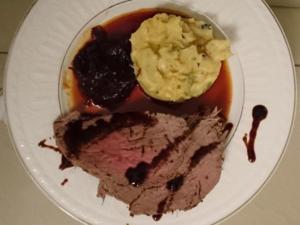 Rind schläft im Heubett mit Kartoffelbrei und Schalotten-Rotwein-Sauce - Rezept - Bild Nr. 2976