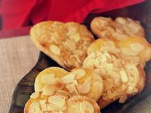 Weihnachtsplätzchen: Mandelblättchen-Marmeladen-Herzen - Rezept - Bild Nr. 2976