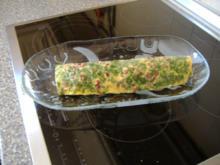 Heiligeabend, Vorspeise: Eierroulade mit pikanter Füllung und Rucolasalat - Rezept - Bild Nr. 3207