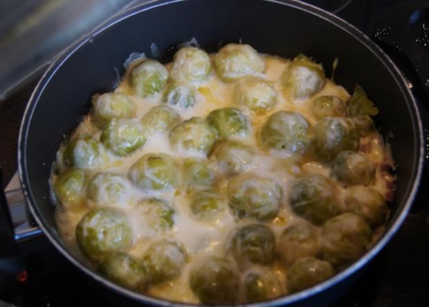 Buletten mit Süßkartoffelstampf und Rosenkohl - Rezept - Bild Nr. 3241