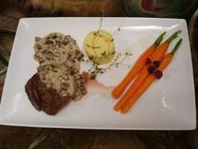 Rinderfilet an einer Champignon-Thymiansoße, Kartoffelstampf & glacierten Möhrchen - Rezept - Bild Nr. 3416