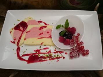 Johannisbeeren-Parfait an einem Fruchtspiegel - Rezept - Bild Nr. 3416