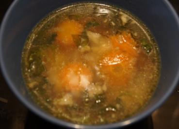 Hühnersuppe mit Gemüse und Kräutern - Rezept - Bild Nr. 3496