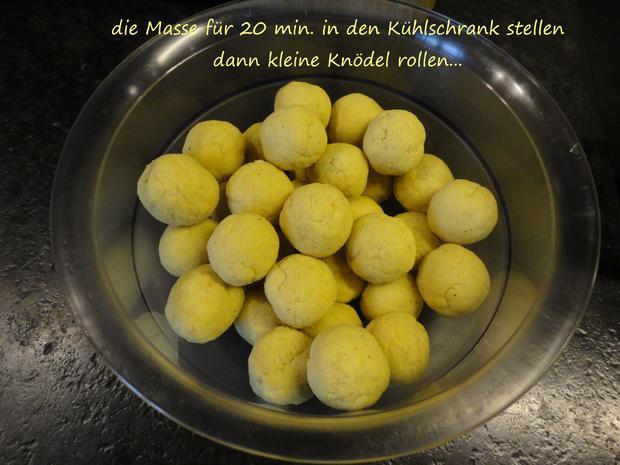"""Vegane """" Topfen """" Knödel in Nußbrösel auf Fruchtspiegel - Rezept - Bild Nr. 3534"""