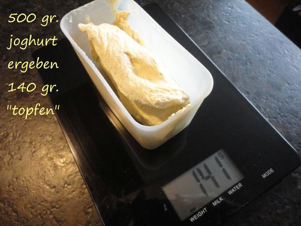 """Vegane """" Topfen """" Knödel in Nußbrösel auf Fruchtspiegel - Rezept - Bild Nr. 3546"""