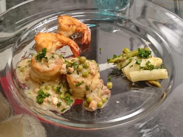 Verschiedene Fisch-Mini-Königs-Pasteten mit gebratenen Garnelen und Feldsalat - Rezept - Bild Nr. 3593