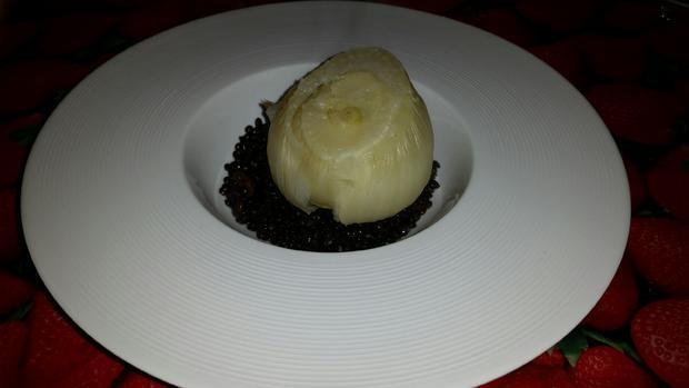 Fenchel im Salzteig gebacken auf Belugalinsen mit Bratapfelvinaigrette - Rezept - Bild Nr. 3877