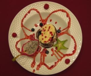 Schokoladentörtchen mit Früchten und Maraschinoschaum - Rezept
