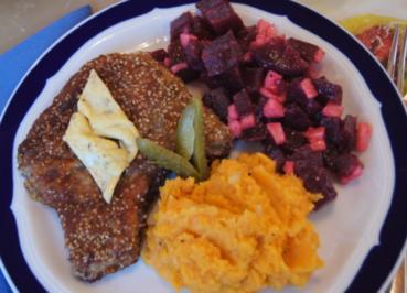 Sesam-Kotelett mit Süßkartoffelstampf und Rote Bete Salat - Rezept - Bild Nr. 3940