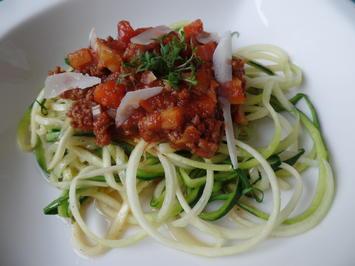 Zucchini-Spaghetti mit Bolognese - Rezept - Bild Nr. 3969