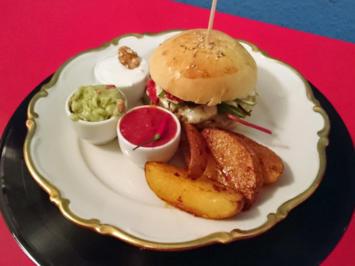 Rezept: Grünkernburger mit Chilikartoffelspalten und dreierlei Dips