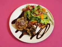 Gefüllte Pilze an frischem Herbstsalat mit einem Balsamico-Honig-Senf-Dressing - Rezept - Bild Nr. 4162