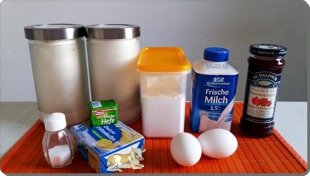 Goldbraun gebackene Faschingskrapfen mit feinem Fruchtaufstrich  gefüllt - Rezept - Bild Nr. 4204