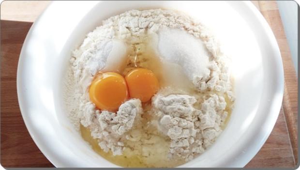 Goldbraun gebackene Faschingskrapfen mit feinem Fruchtaufstrich  gefüllt - Rezept - Bild Nr. 4211