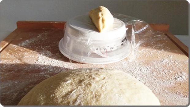 Goldbraun gebackene Faschingskrapfen mit feinem Fruchtaufstrich  gefüllt - Rezept - Bild Nr. 4221