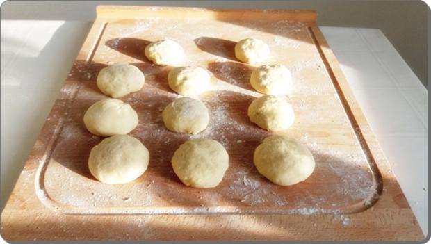 Goldbraun gebackene Faschingskrapfen mit feinem Fruchtaufstrich  gefüllt - Rezept - Bild Nr. 4222