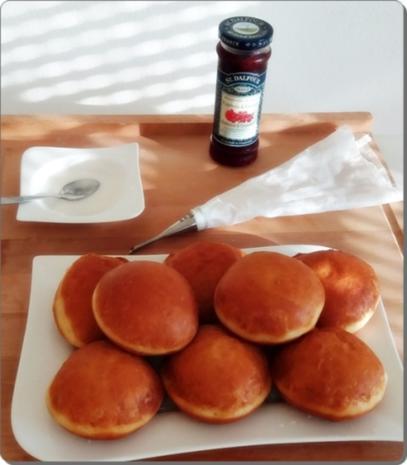 Goldbraun gebackene Faschingskrapfen mit feinem Fruchtaufstrich  gefüllt - Rezept - Bild Nr. 4229