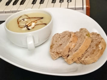 Pastinakensuppe mit Chili-Walnuss-Baguette - Rezept - Bild Nr. 4267