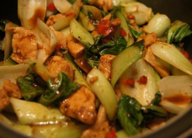 Warmer Baby Pak Choi Salat mit Hähnchenbrustfiletstreifen - Rezept - Bild Nr. 4438