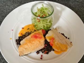 In Butter gebratene Fischfilets auf Linsengemüse und Chili-Gurken-Salat - Rezept - Bild Nr. 4465