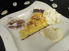 Warmer Apfelkuchen mit einer Mandel-Karamell-Kruste, Sahne und Vanilleeis - Rezept - Bild Nr. 4507