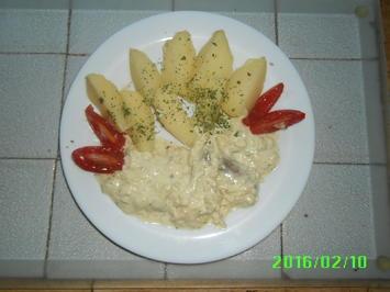Rezept: Matjesfiltes in Marinade mit Pellkartoffeln und Eisbergsalat