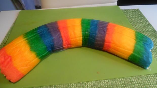 Regenbogen-Biscuit-Rolle (Rainbow Cake Roll) - Rezept - Bild Nr. 4601