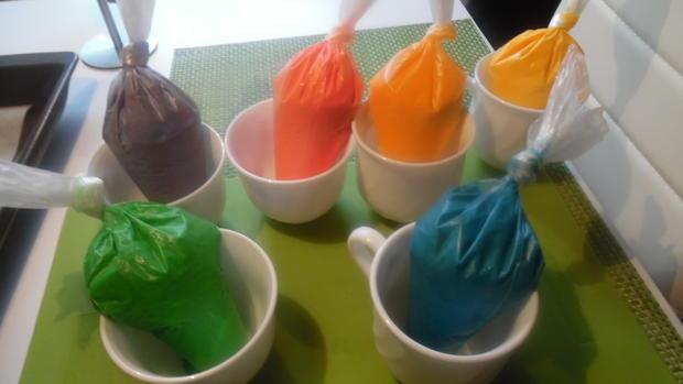 Regenbogen-Biscuit-Rolle (Rainbow Cake Roll) - Rezept - Bild Nr. 4610