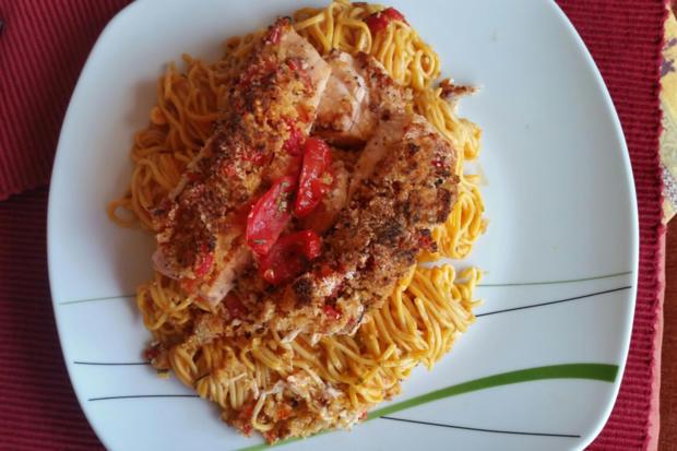 Lachs mit Kruste auf Tomatenspaghetti - Rezept - Bild Nr. 4734