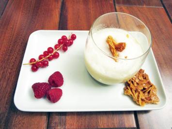Vanillepudding mit Eierschaum Obst der Saison mit Mandelplätzchen - Rezept - Bild Nr. 4904