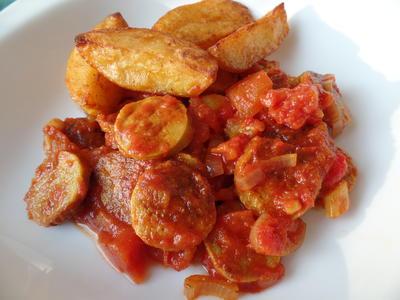 Currywurst-Gulasch mit Backkartoffeln - Rezept - Bild Nr. 4945