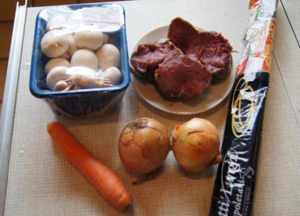 Rinderfilet mit Zwiebeln, Champignons und Spaghetti - Rezept - Bild Nr. 2