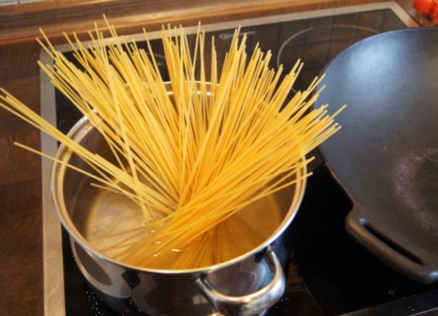 Rinderfilet mit Zwiebeln, Champignons und Spaghetti - Rezept - Bild Nr. 3